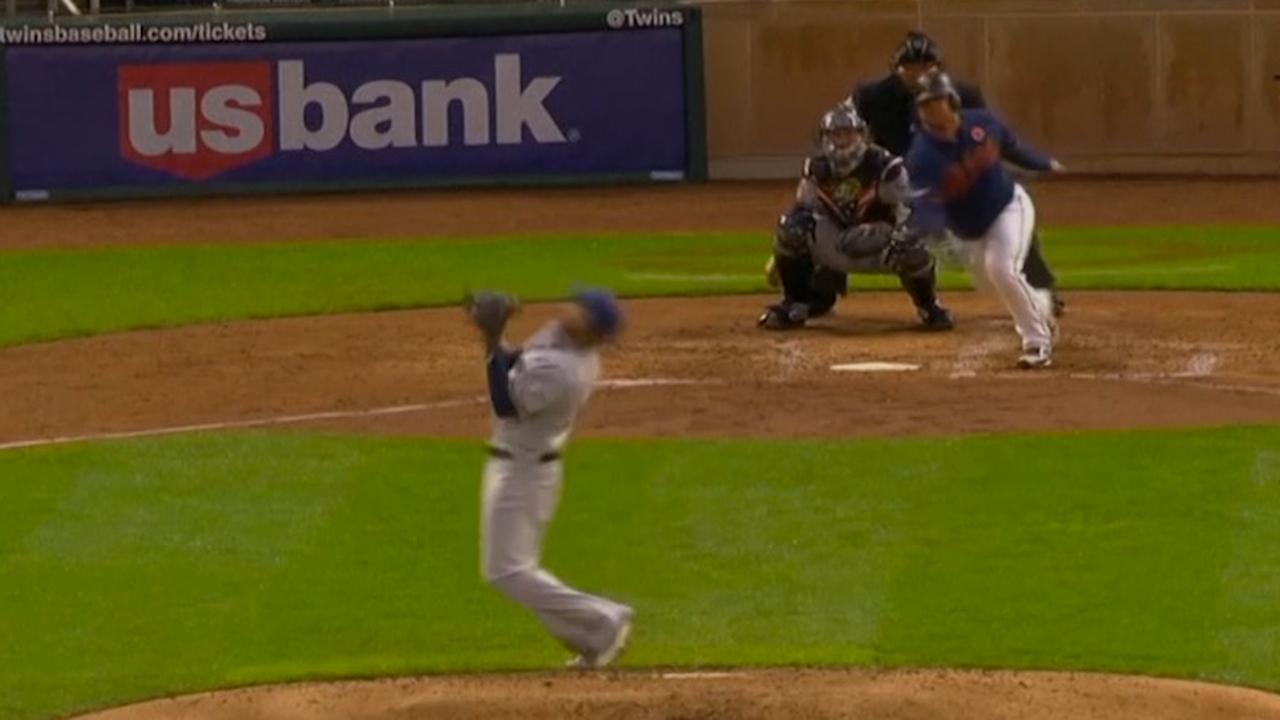 Pitcher vangt bal van slagman met katachtige reflex