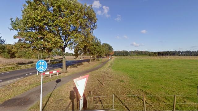 Mercedes rijdt door na aanrijding met oudere man (77) in Rucphen