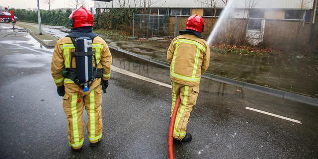 Grote brand in woongedeelte van boerderij in Achtmaal, dikke rookpluim