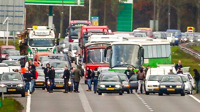 Oss herdenkt ongeluk | Piet-activisten A7 voor rechter
