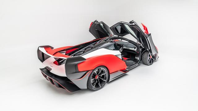 De McLaren Sabre is met zijn zogeheten vleugeldeuren een opvallende verschijning.