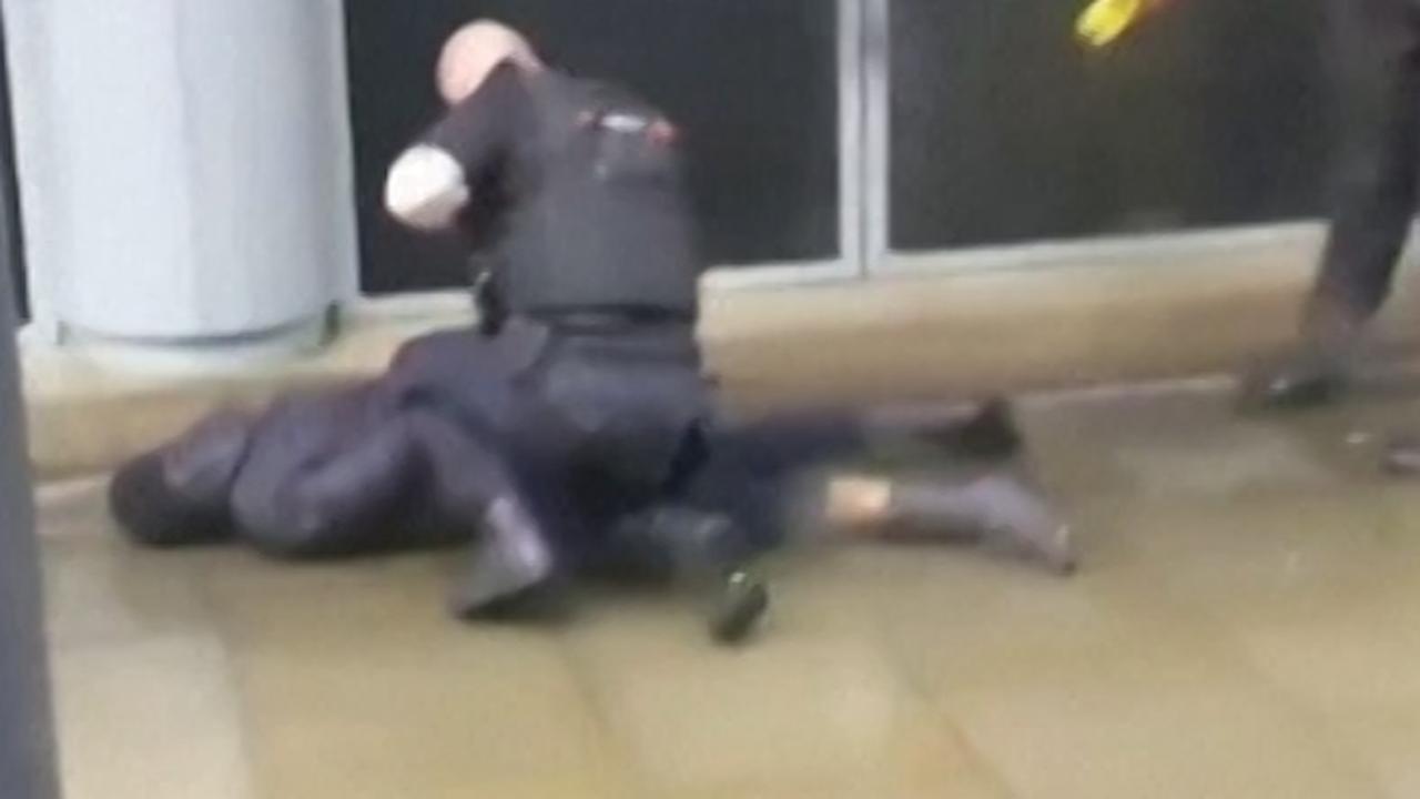 Engelse politie arresteert verdachte steekpartij winkelcentrum
