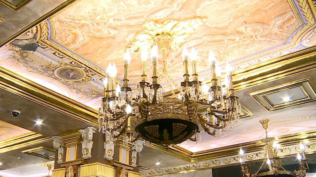 Russische school krijgt interieur van Versailles na make-over