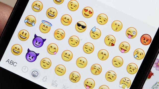 'Huilen van het lachen'-emoji is Brits woord van het jaar