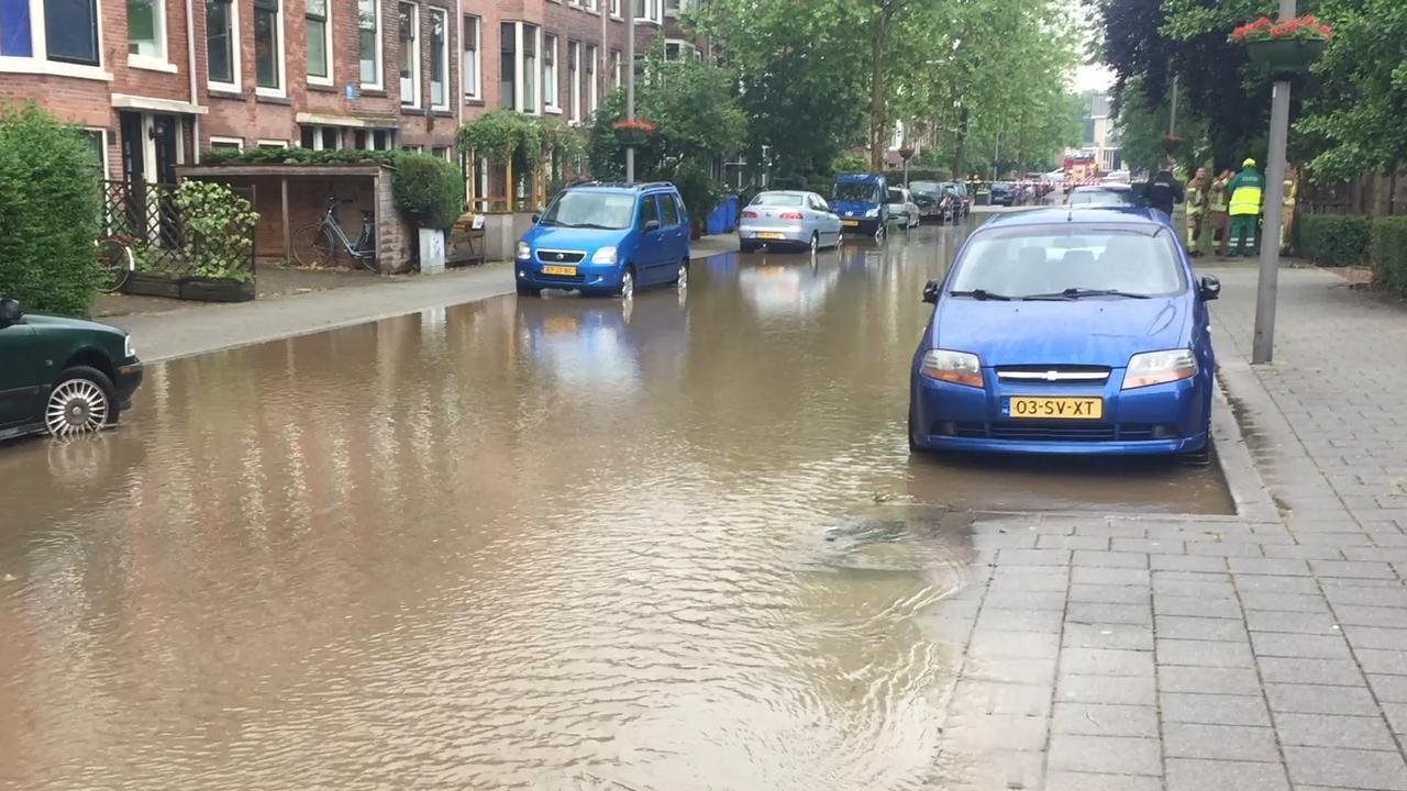 Grond verzakt in Rotterdam door extreme wateroverlast