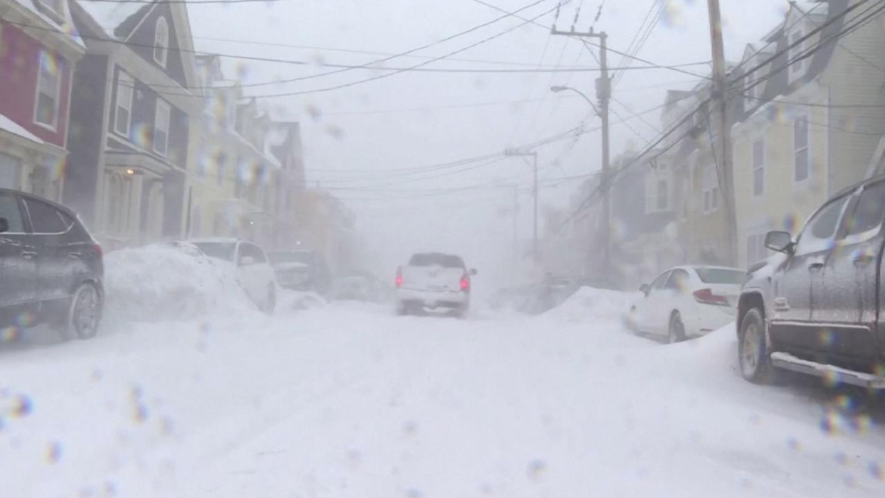 Sneeuwstorm legt openbaar leven in Canadese provincie plat