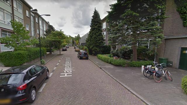 Politie onderzoekt toedracht gewonde vrouw in woning Hanedoesstraat