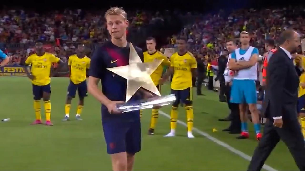Frenkie de Jong gekozen als beste speler in wedstrijd tegen Arsenal