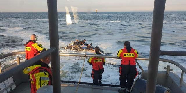 Eritreeër op zelfgemaakt vlot bij kust van IJmuiden uit zee gehaald
