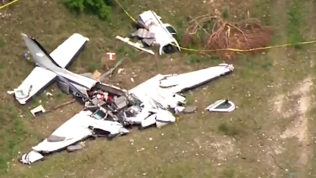 Helikopter filmt wrak na dodelijke vliegtuigcrash in Texas