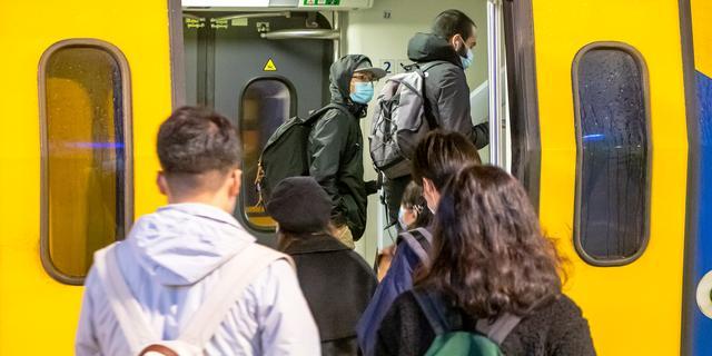Erg drukke treinen in regio Utrecht en Amsterdam door FNV-acties