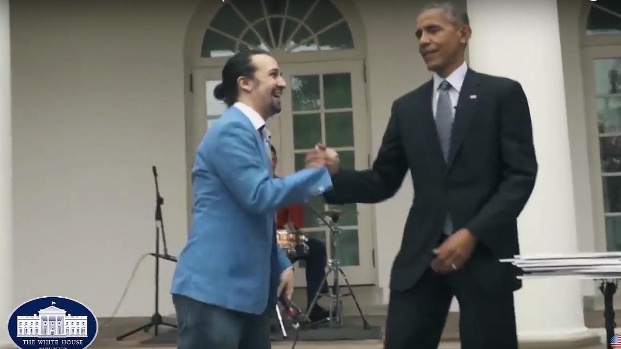 Musicalmaker doet freestyle rap met Obama