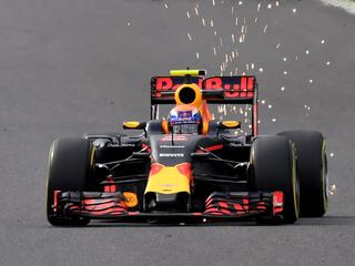 Rosberg rijdt snelste tijd, gevolgd door Hamilton