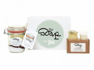 Met deze DIY Soap box maak je je eigen gezichtsmasker van biologische honing en bentoniet klei