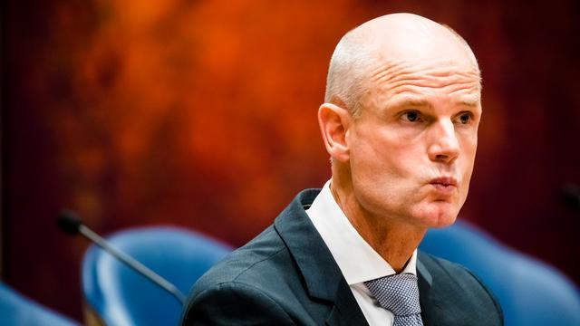 Deel oppositie verliest vertrouwen in Blok, coalitie steunt minister