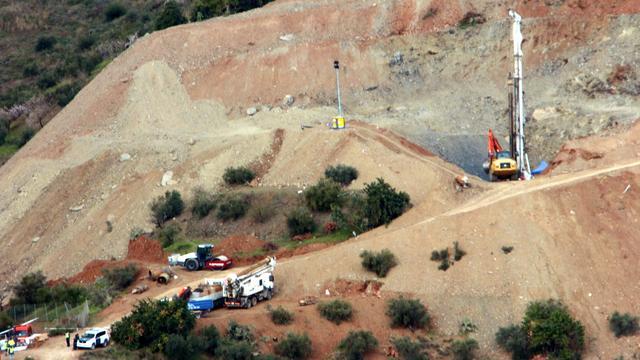 Mijnwerkers verder met reddingsactie Julen, opnieuw vertraging graafwerk