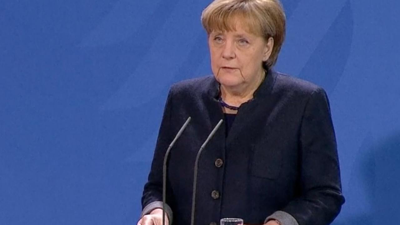 Merkel: 'Afschuwelijk als dader zich voordeed als vluchteling'