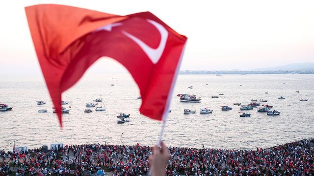 Turkije schorst meer rechters en aanklagers