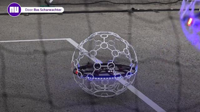 Cool: voetballen kun je ook met drones!