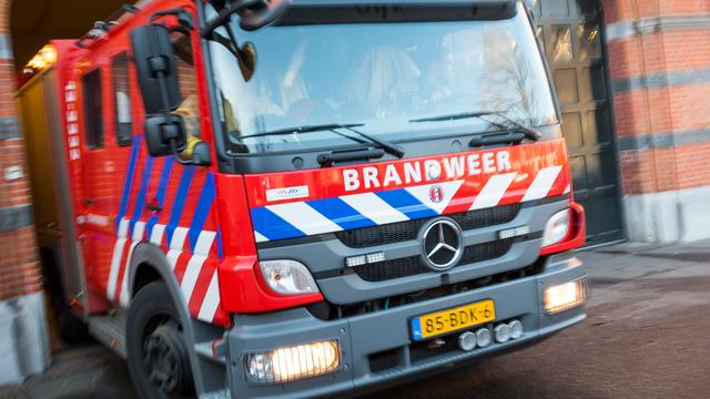 Grote brand in leegstaand pand Groot-Ammers in Zuid-Holland