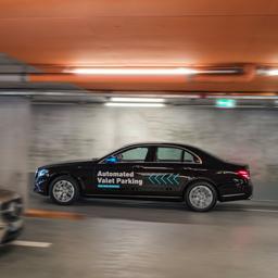Mercedes-Benz wil taxidienst met zelfrijdende auto's aanbieden