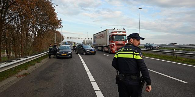 A16 Rotterdam nog enige uren dicht na dodelijk verkeersongeval