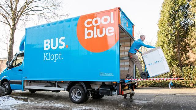 Coolblue zet vacatures uit voor duizend witgoedbezorgers