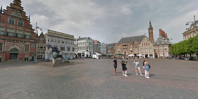 Boa's voeren actie op Grote Markt in Haarlem na mishandeling in IJmuiden