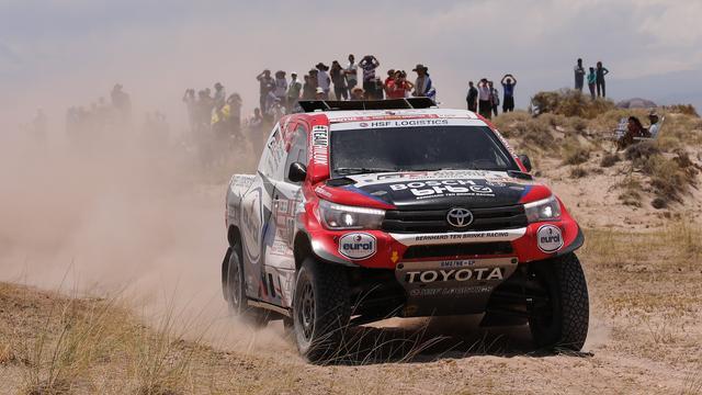 Autocoureur Ten Brinke schrijft historie met knappe ritzege in Dakar Rally