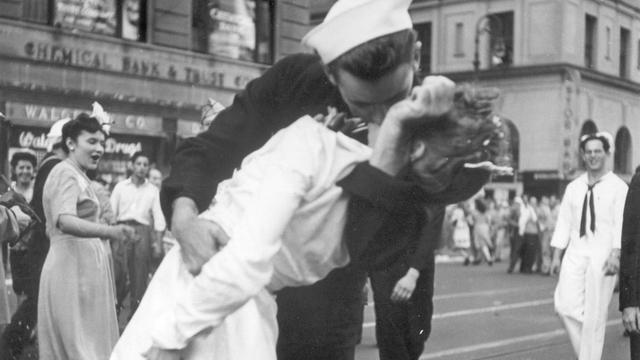 Verpleegster op wereldberoemde zoenfoto Times Square overleden