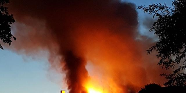 Grote brand bedrijventerrein Obdam geblust