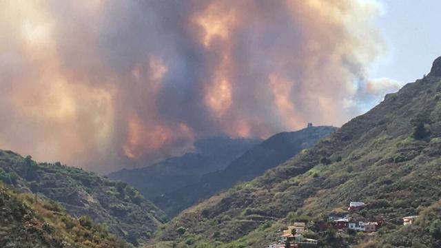 Honderden mensen geëvacueerd om bosbranden Gran Canaria