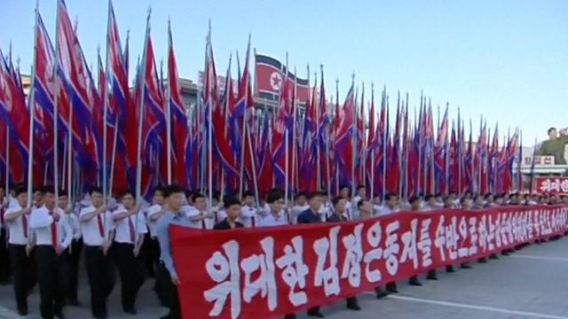 Tienduizenden Noord-Koreanen betuigen steun aan Kim Jong-un tegen VS
