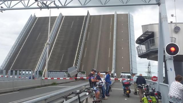 Storing Ramspolbrug na uren voorbij