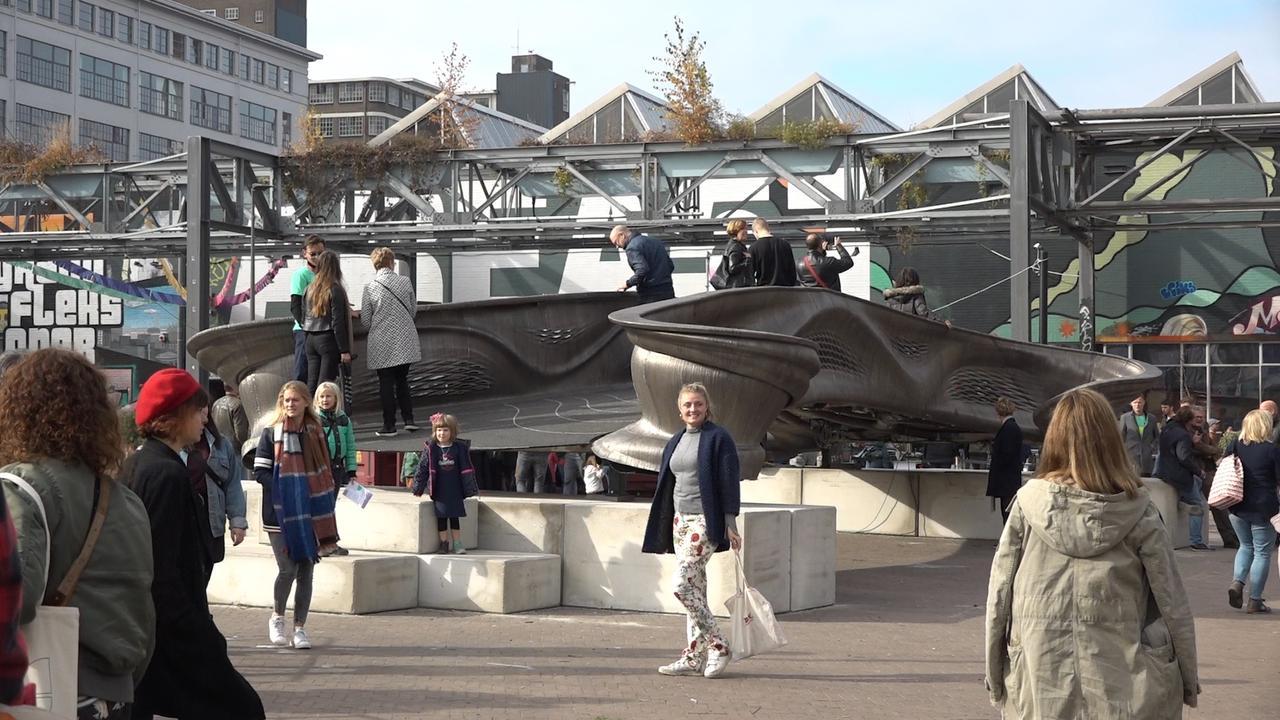 Metalen 3D-geprinte brug voor Amsterdamse Wallen gepresenteerd