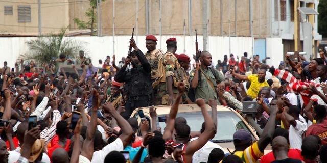 Militairen Mali beloven verkiezingen na chaotische militaire staatsgreep