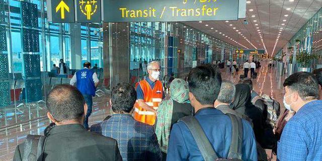 Tientallen Afghanen met Nederland als eindbestemming geëvacueerd