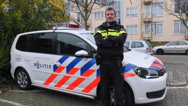 Wijkagent weer in actie voor Voedselbank Leiden