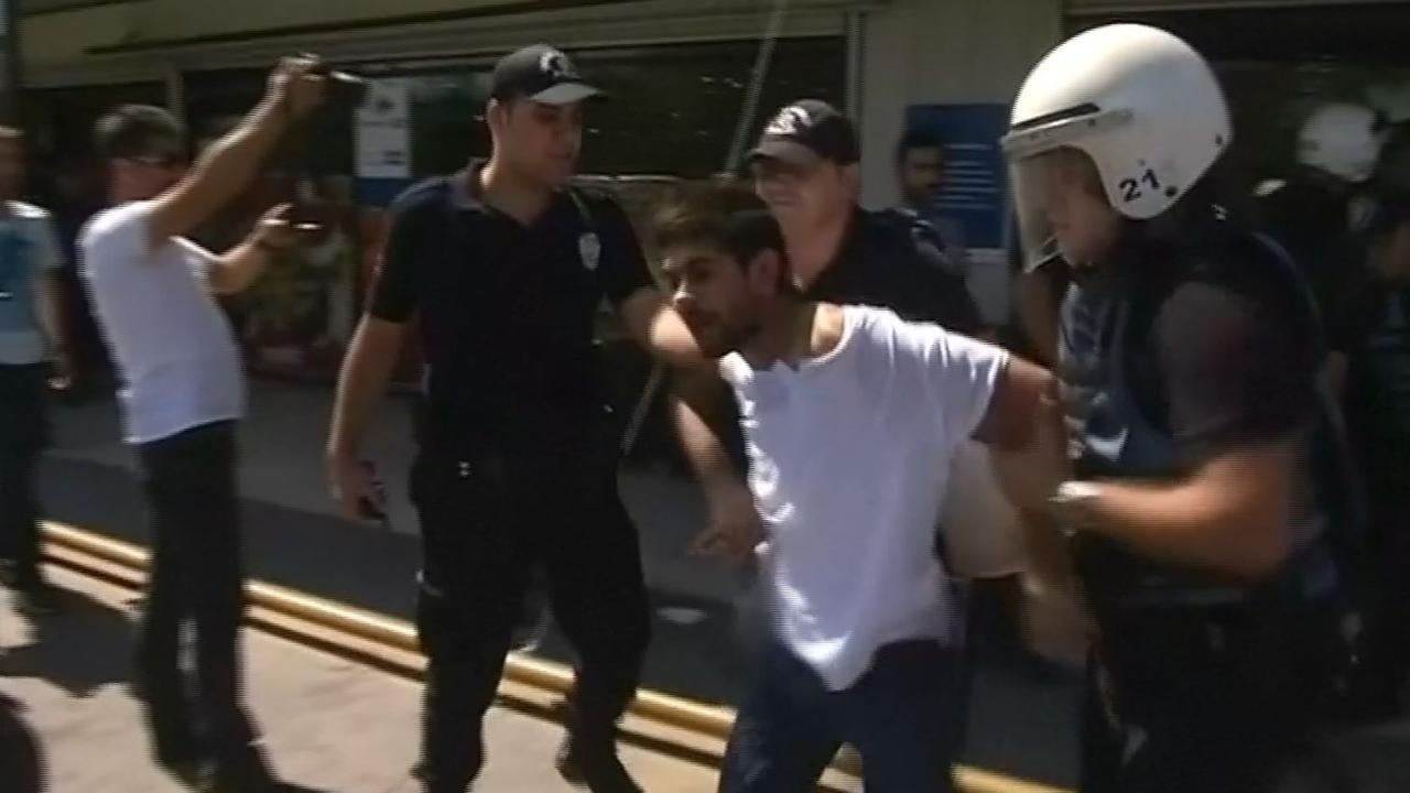 Turkse politie grijpt in bij demonstratie tegen schorsing leraren