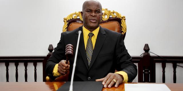 Bond start onderzoek naar voetballende Surinaamse vicepresident Brunswijk