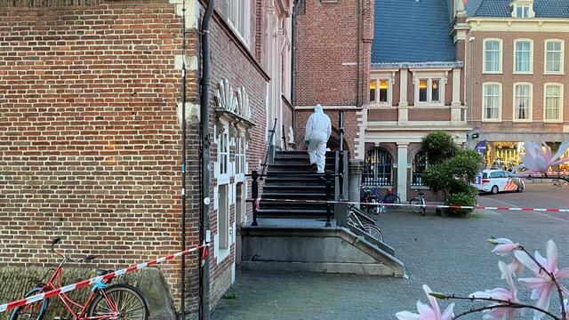 Stadhuis Haarlem ontruimd vanwege vondst van handgranaat op trap