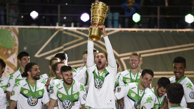 Scorende Dost wint beker met Wolfsburg na zege op Dortmund