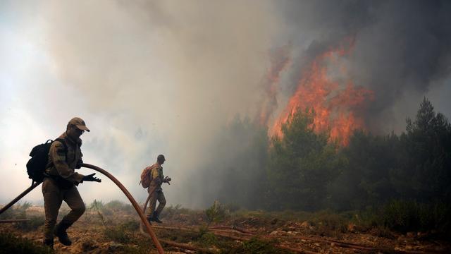 Bosbranden nabij Athene houden aan