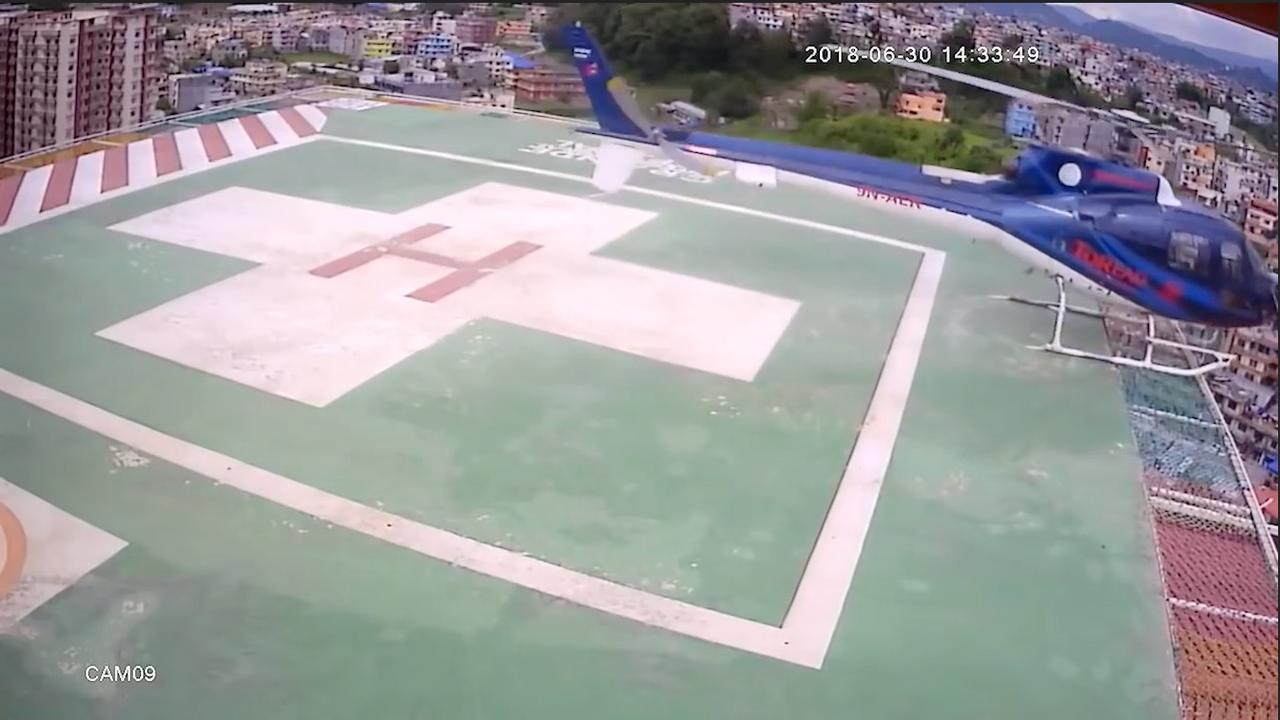 Helikopter valt van platform op Nepalees ziekenhuis