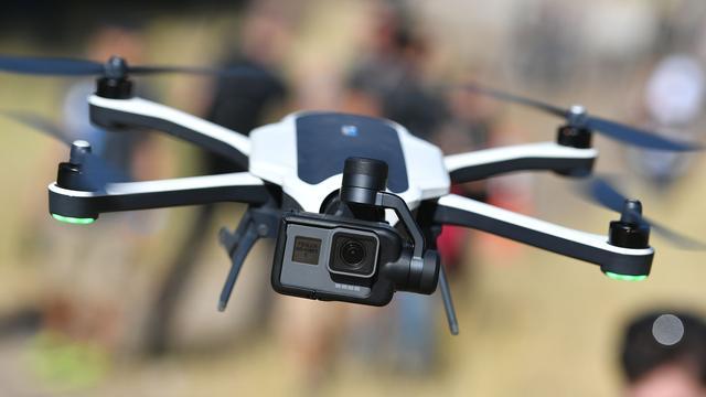 Criminelen vallen FBI tijdens gijzeling aan met dronezwerm