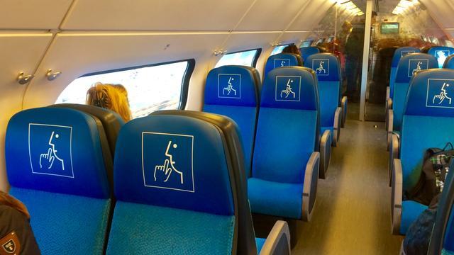NS gaat reizigers met stoelenlogo's wijzen op stiltecoupés
