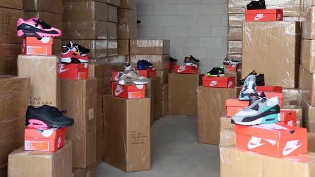 FIOD neemt ruim tienduizend paar vervalste Nike-schoenen in beslag