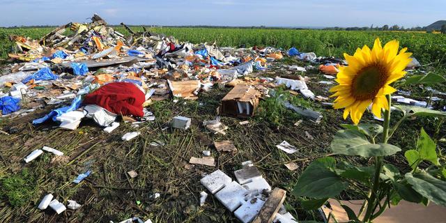 Nederlandse journalist draagt MH17-spullen over aan politie