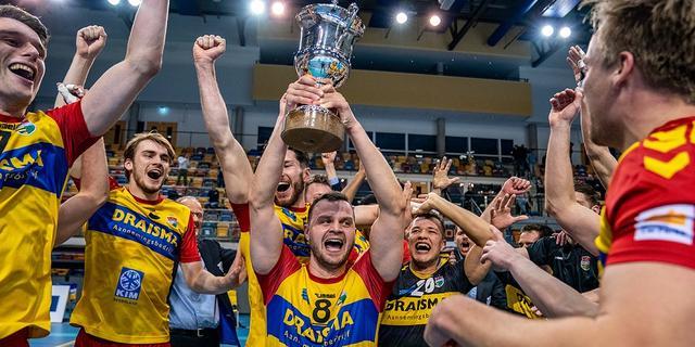 Recordkampioen Dynamo wint eerste volleybaltitel sinds 2010