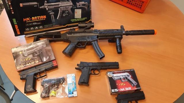 Speelgoedwapens in beslag genomen op braderie in Zeeuws Kruiningen